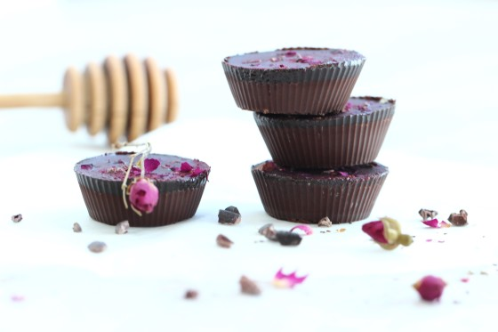 Turkish Rose Chocolates Recipe. Raw, dairy free, gluten free, sugar free and guilt free! Chocolate that can boost your fat burning.